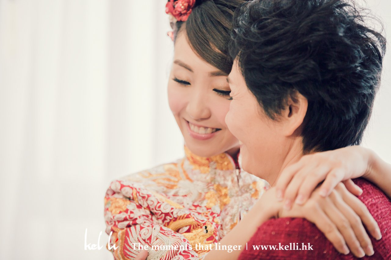 Bride & Mom - touching moments