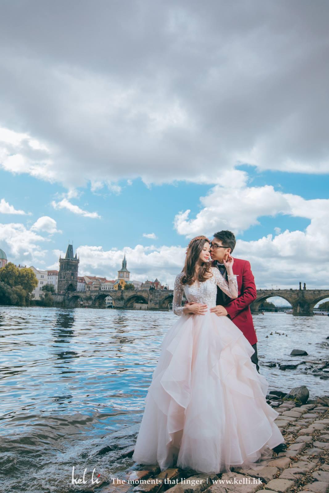 隔岸美麗的查理大橋,也是婚紗影地標之一
