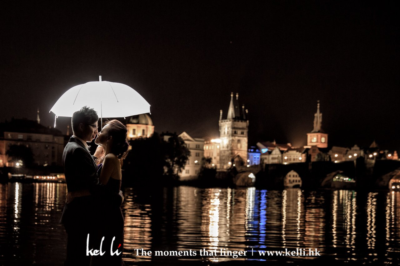 布拉格的夜景,在天鵝湖的背影襯托下另有一番美