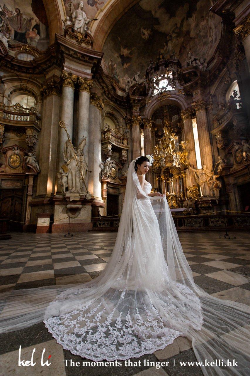 富麗堂皇的布拉格教堂裡,永遠是拍婚照的好地方 | The grand church is always a good place for shooting prewedding