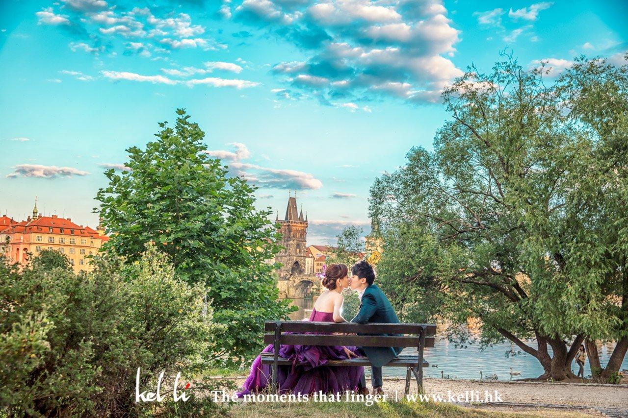 在这么浪漫的布拉格城市,不能没有一幅童畫國度裡的愛侶, Prague | Fairytale in Prague