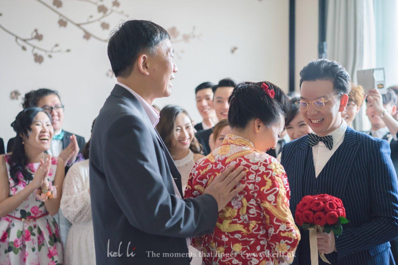 平時豪邁的新娘在接新娘時候影得靦腆,真的很可愛呢