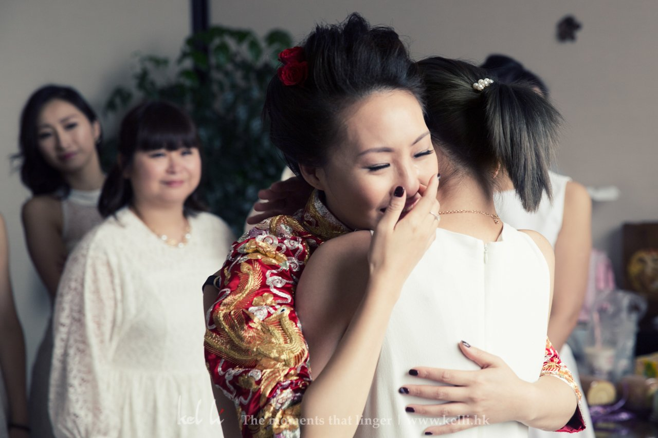 新娘與姊妹擁抱時大家都唔住咸起上黎,情感對於我黎講係婚禮的調味,沒有情感的婚禮總是覺得欠缺了一些什麼