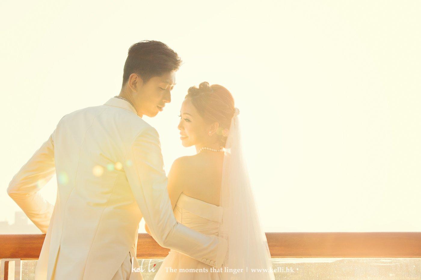 新娘新郎戶外很溫暖的合照