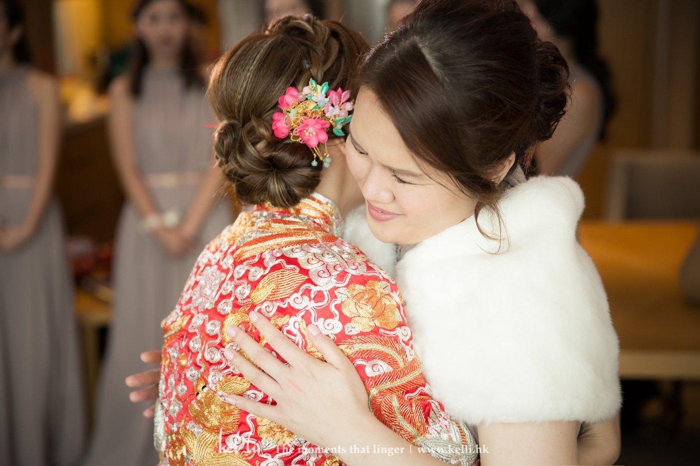 不單是新娘,連同她的姊妹,每個的感情都很要好,見到好不單是新娘,連同她的姊妹,每個的感情都很要好,見到姊妹出嫁,睙流滿面