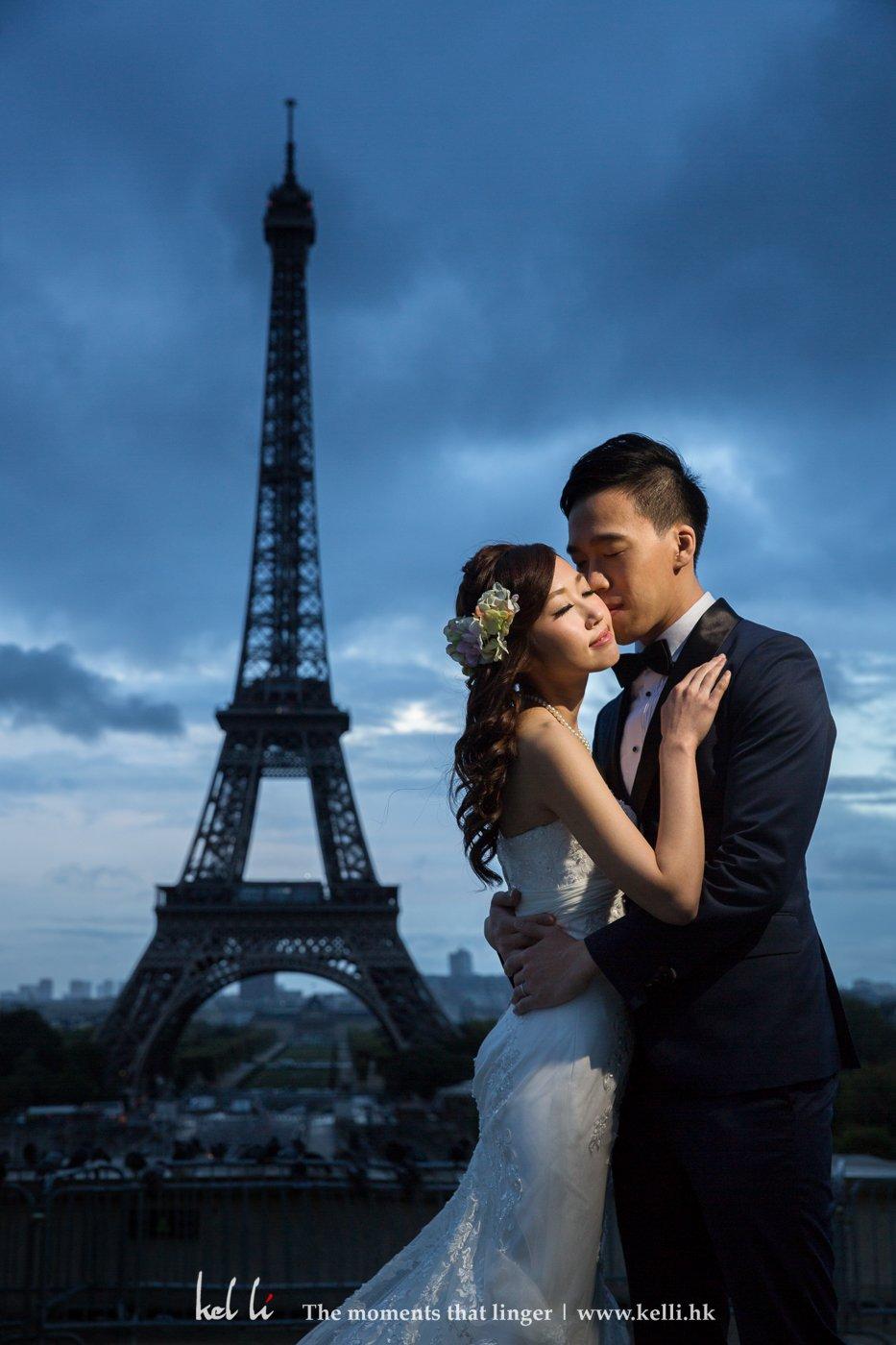 日出前在巴黎鐵塔的拍攝,本來早上及前一天是下著大雨,到我們外出時幸運地放晴,這種奇妙的天色反而是平時拍不到的