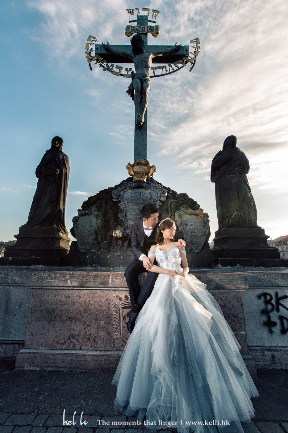 Prague, charles bridge, Prewedding-must-shoot place
