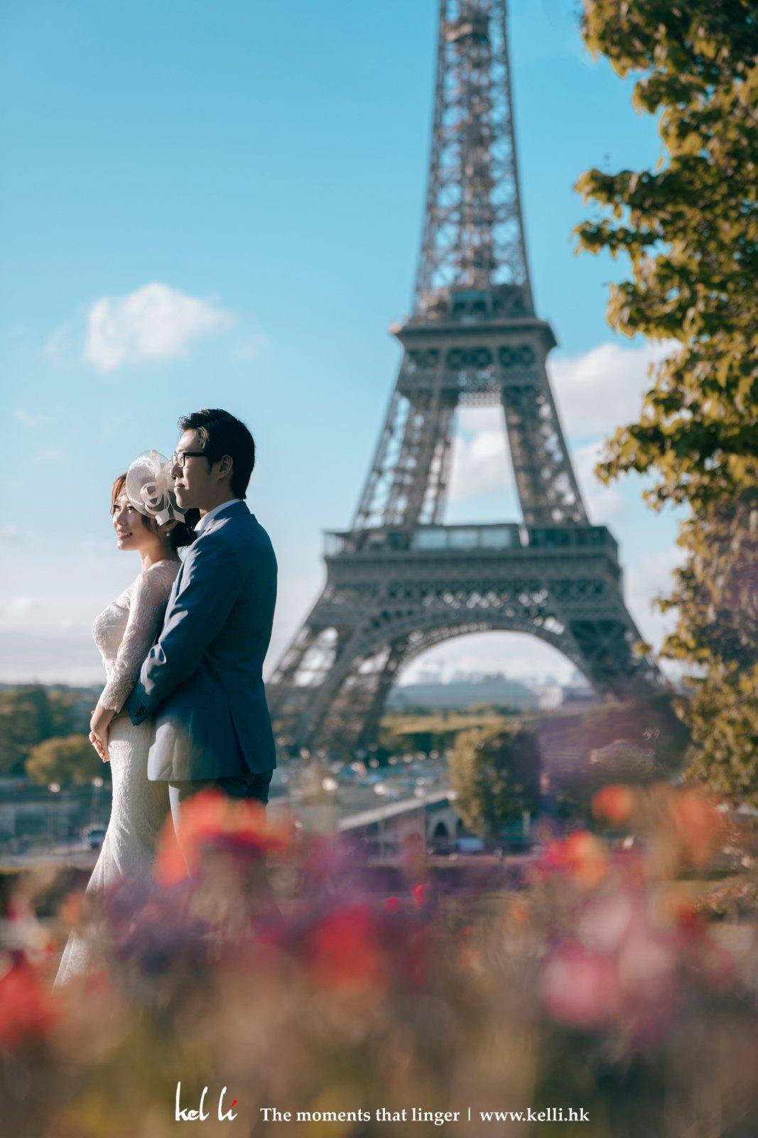 巴黎鐵塔前的婚紗照