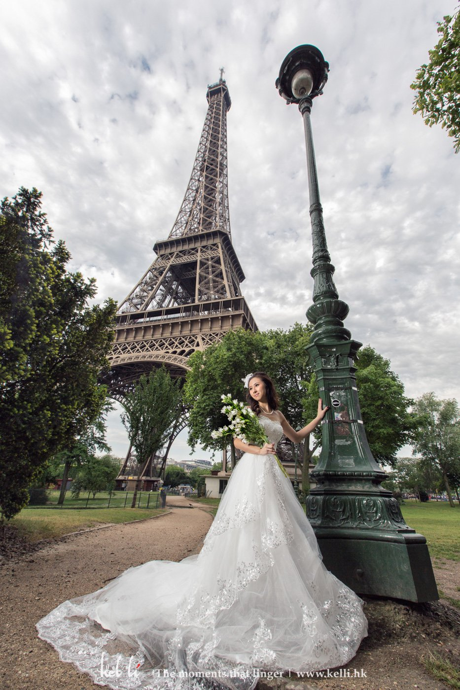 Prewedding photo under Effiel Tower
