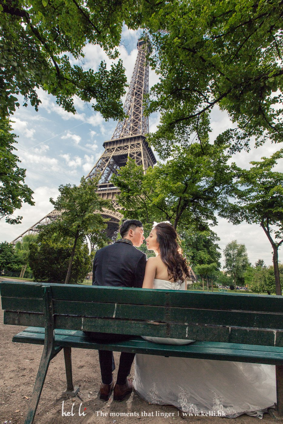 Another pre-wedding photo under Eiffel Tower.