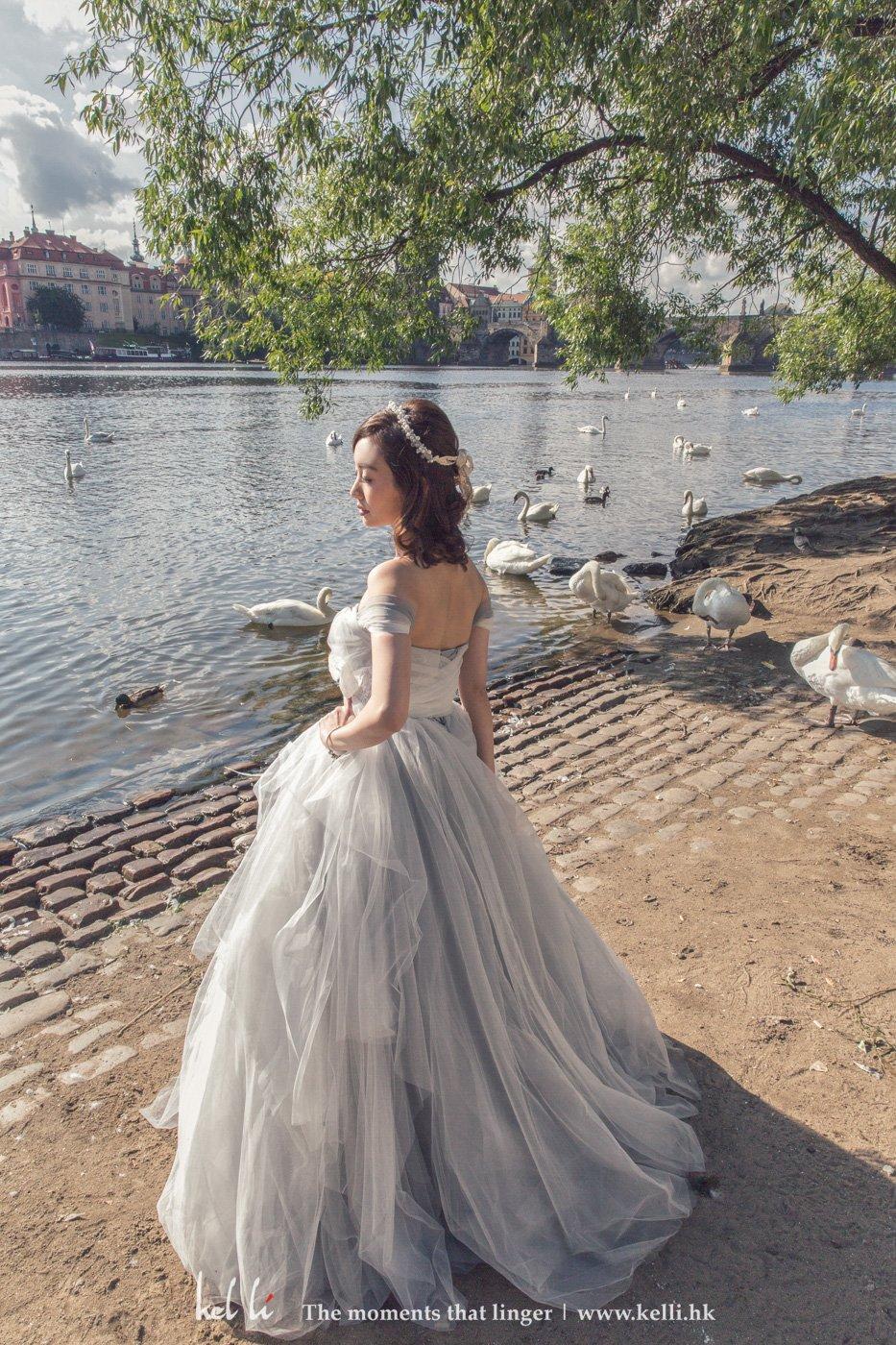Bride alone prewedding shot
