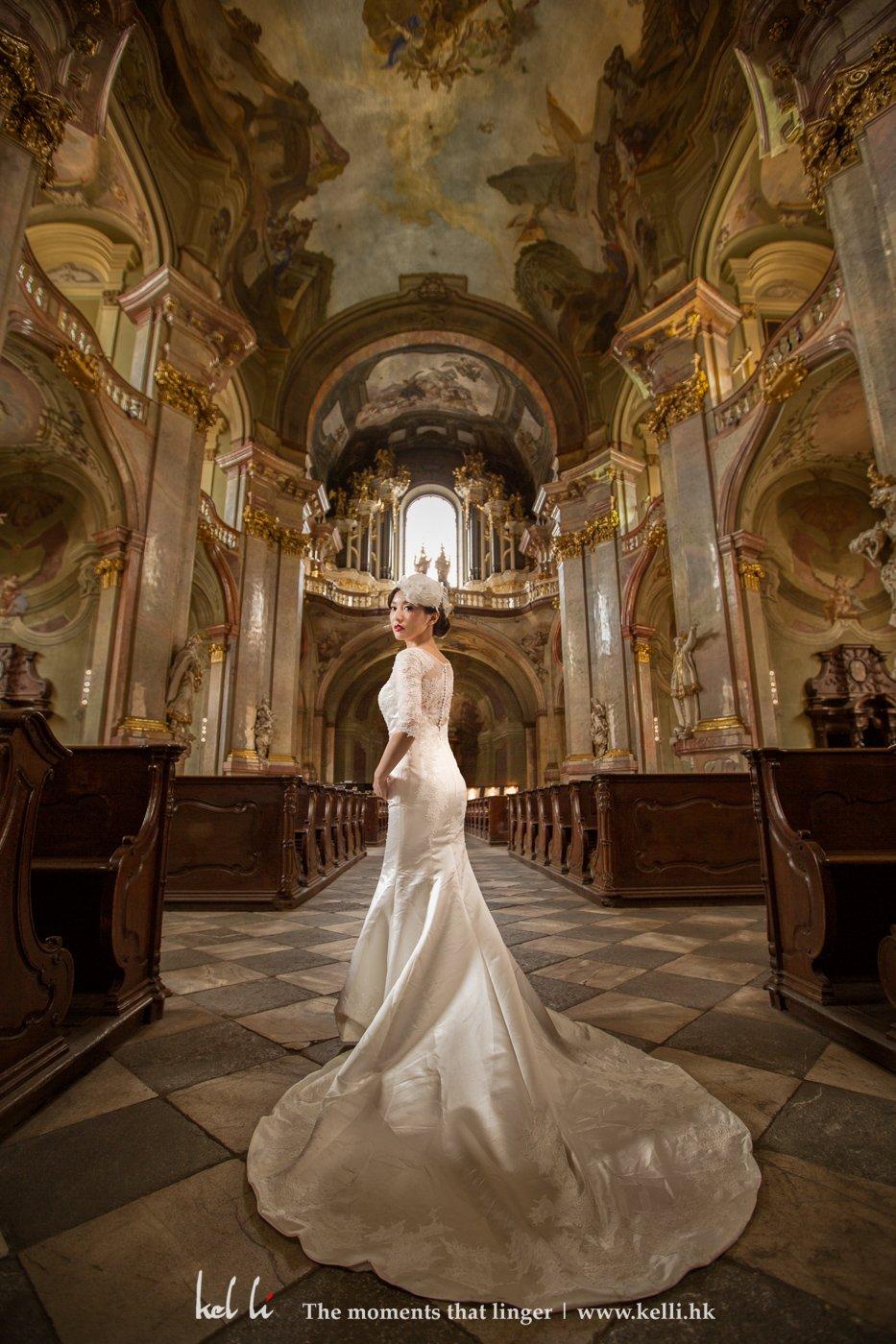 在歐洲能拍攝婚紗照的教堂不多,這個是其中一個,但允許拍攝的時間很有限