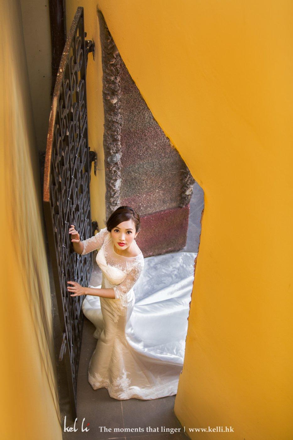 黃色與新娘子的白色婚紗做了很大的對比