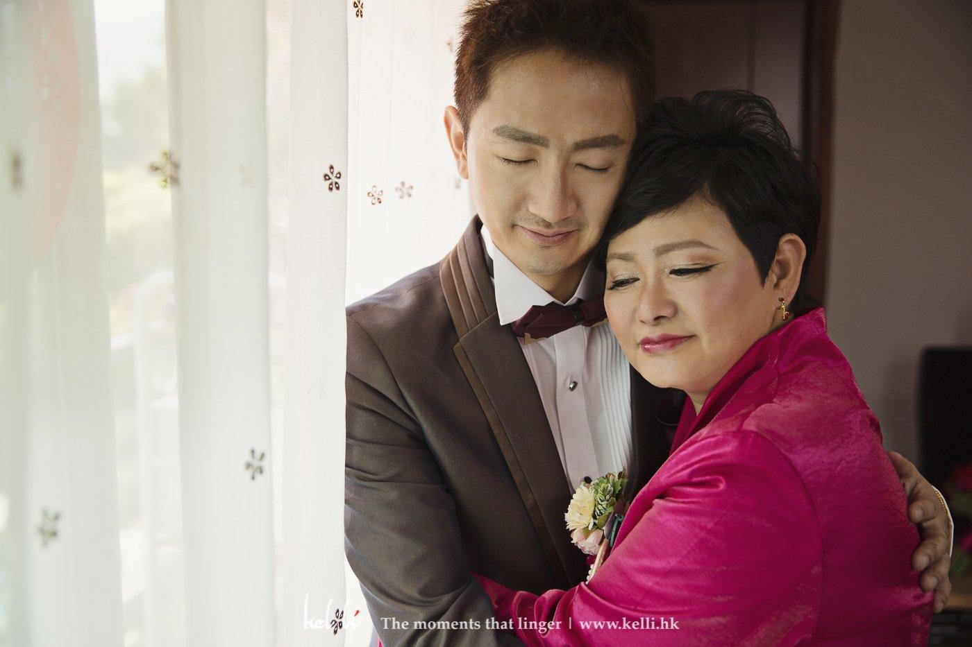 新郎與母親,很喜歡這種溫馨畫面,散發著母子情