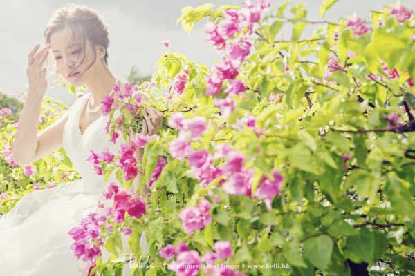 簡單的花也能拍出很唯美感覺的婚紗相