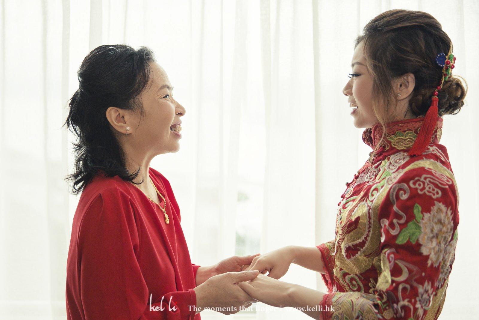 婚禮最感人的一幕就是媽媽對女兒出嫁前的祝福對話