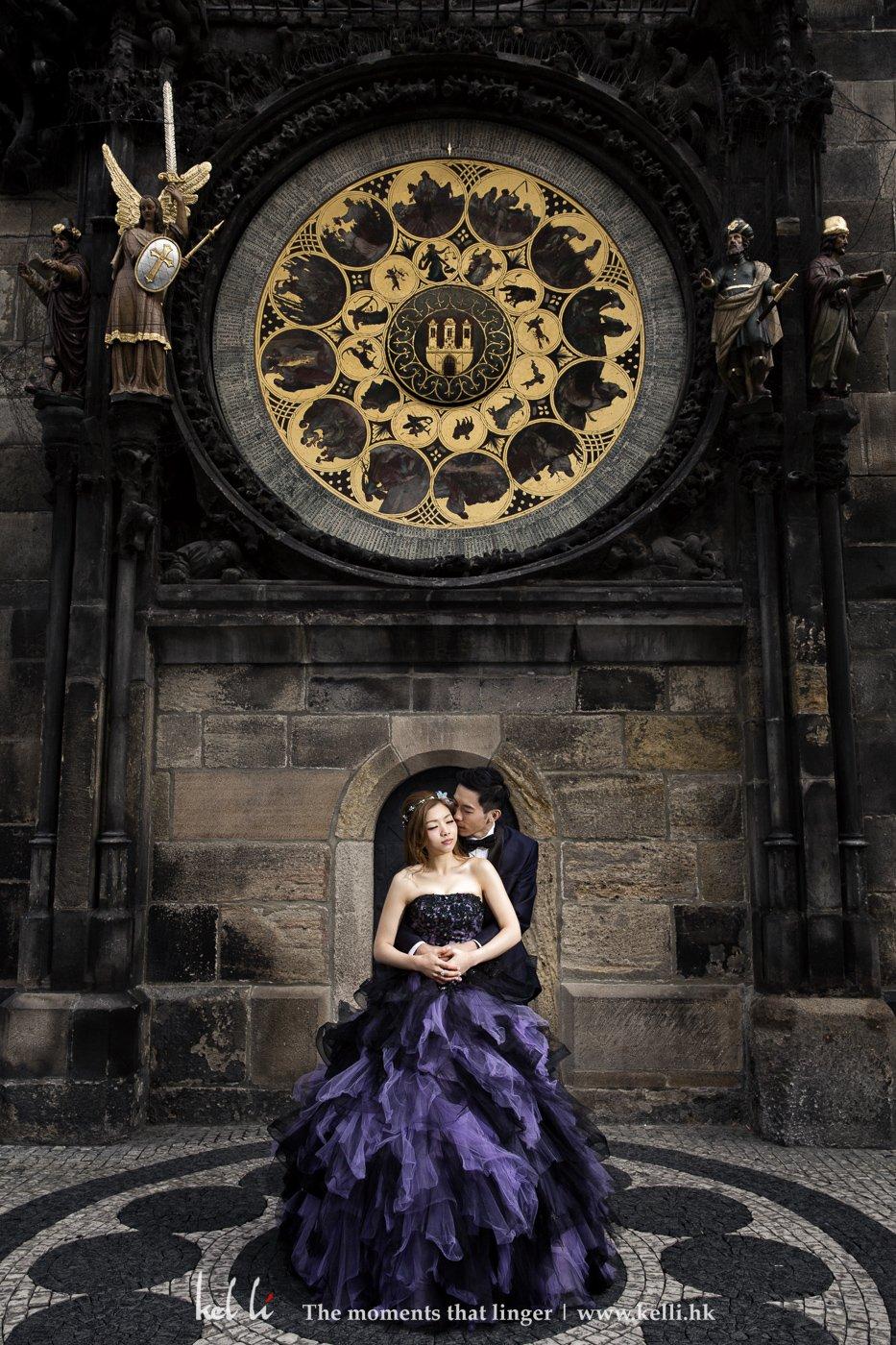 布拉格天文钟下的恋人