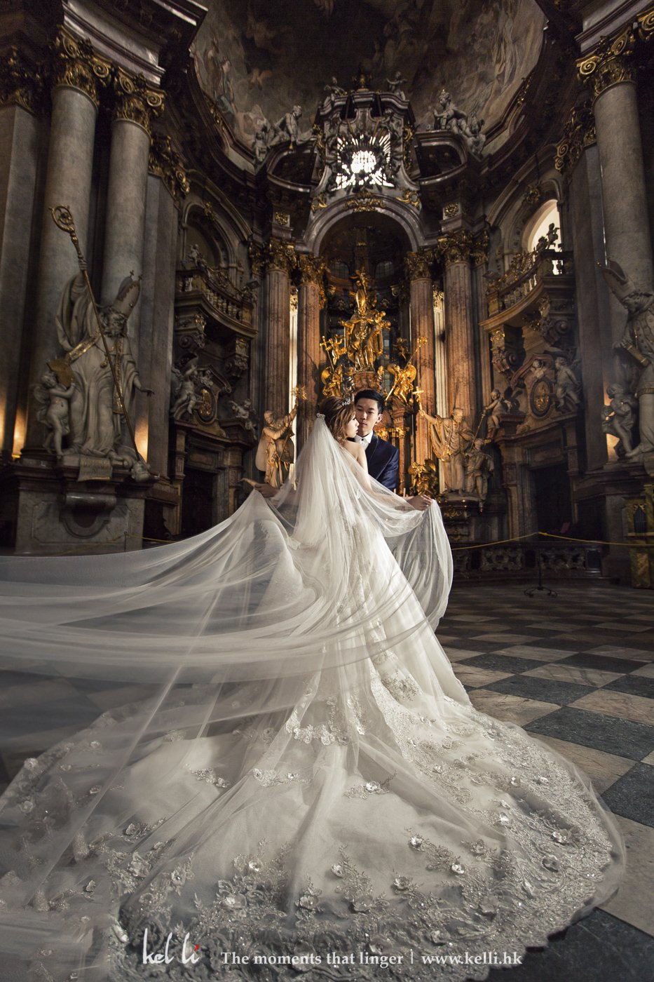 这是一所很华丽而且人不多的教堂,可惜里里拍摄是受到限制的,只能拍摄很短时间