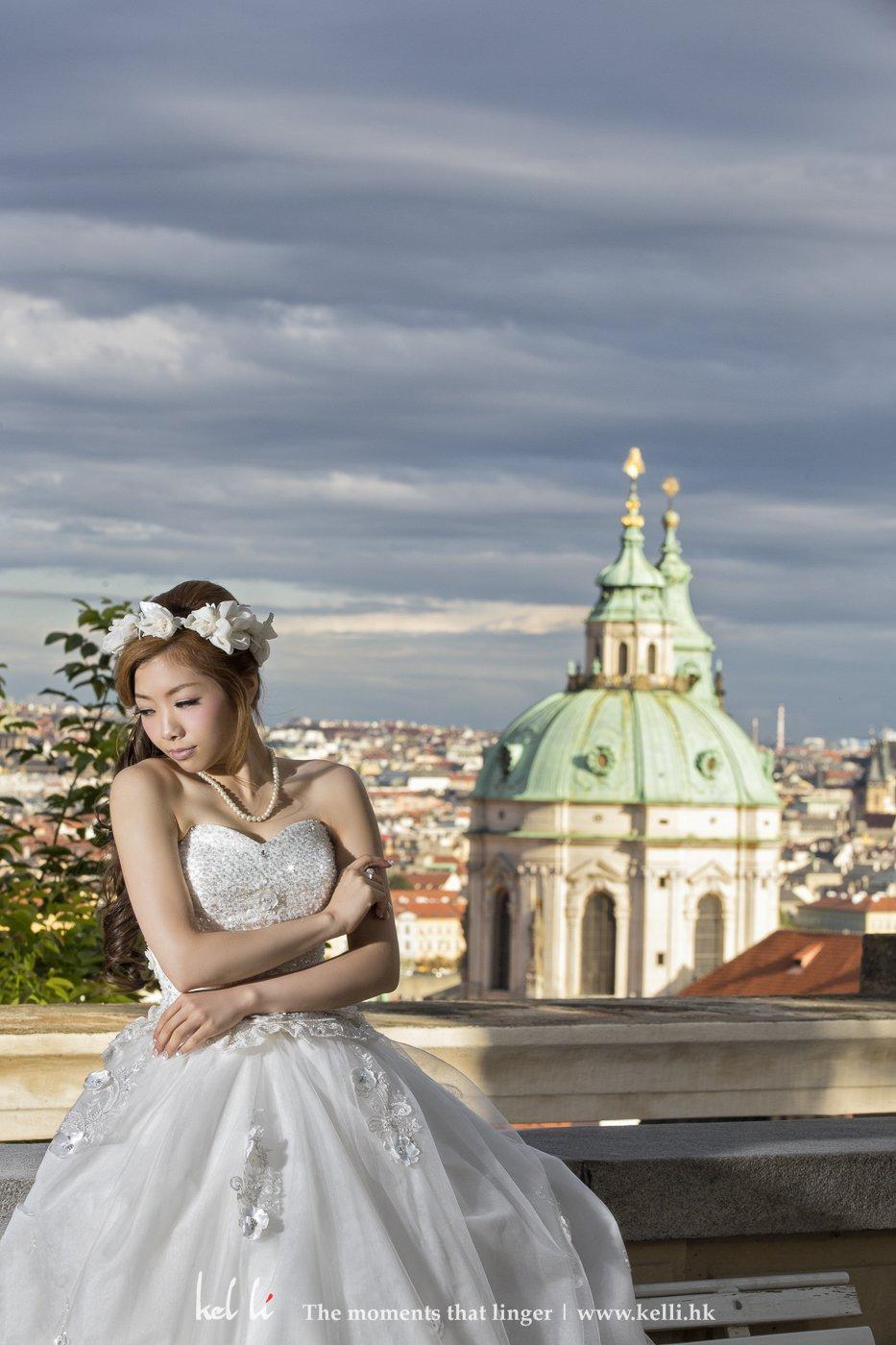 有层次的云再配合新娘子的表情, 带出富有味道的婚纱相