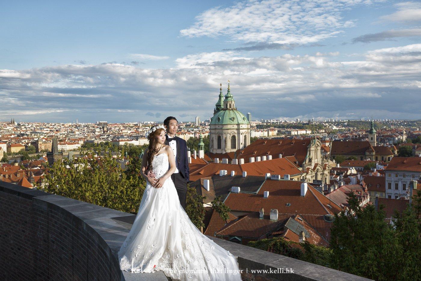 这里能饱览布拉格的红屋顶全景,但首要是新人不能畏高,哈哈