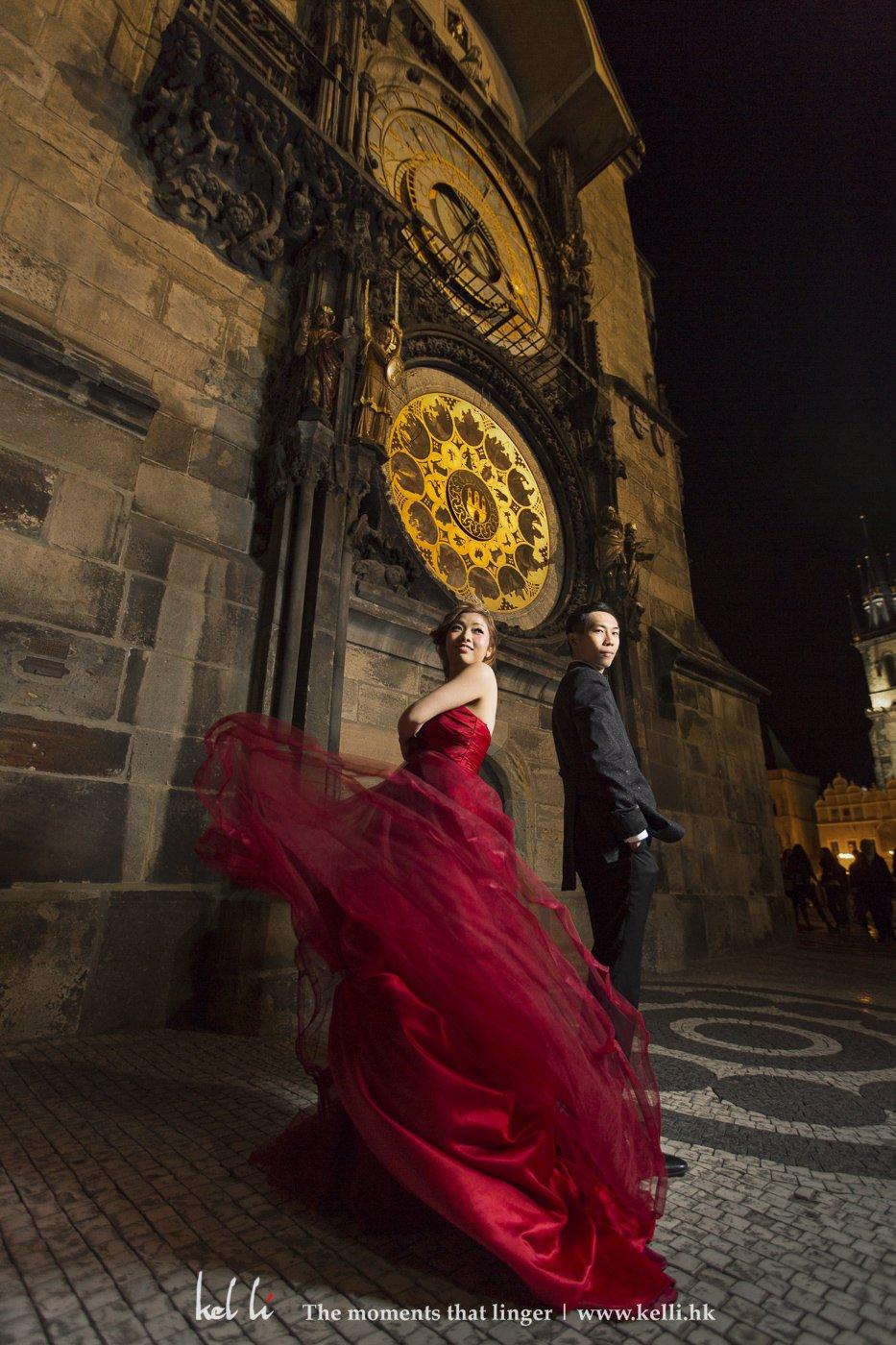 在天文钟前起舞中的新人