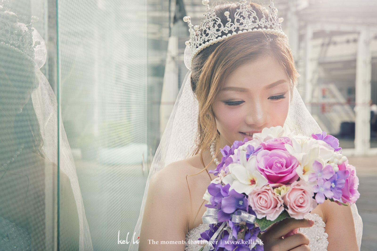 換了婚紗的新娘更加動人