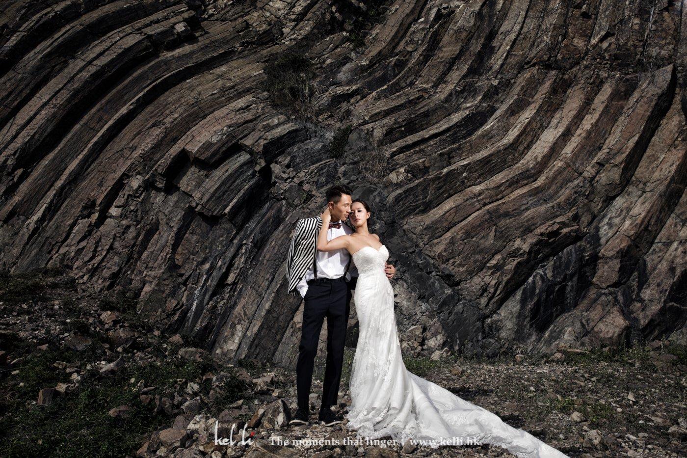 現場看到已被它吸引住,用東壩自然形式的石紋,拍出很特別的背景