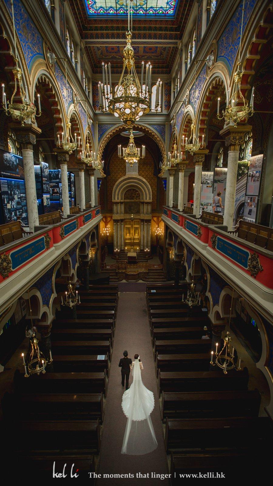 步入教堂,在高處拍下很壯觀