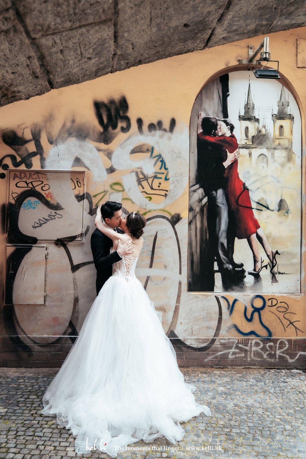 每次到外國,也特別喜歡街頭文化,將此融入婚紗相裡,更添色彩