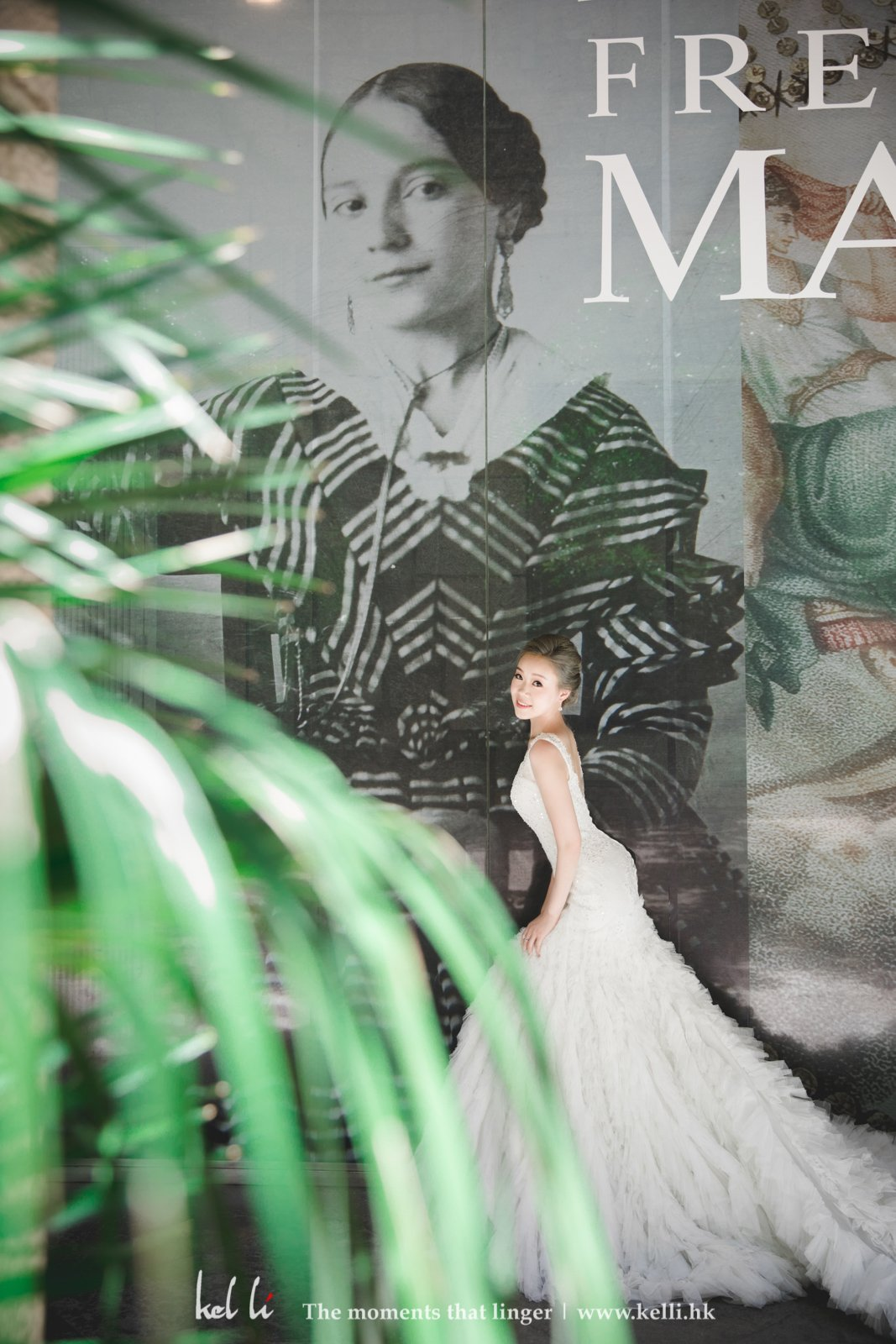 Artistic background in Barcelona is awesome for bridal portrait