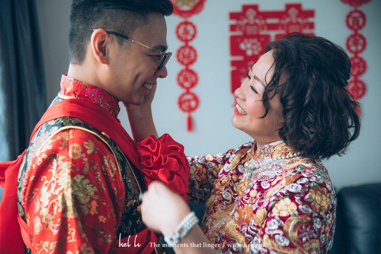 在婚禮攝影,作為母親看到兒子找到好的另一半當然高興不已,這些真情流露都很值得紀念