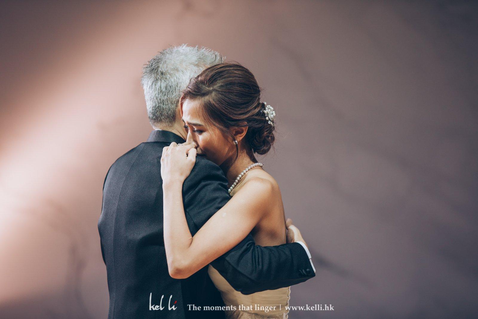 新娘與父親的first dance,感觸而流淚