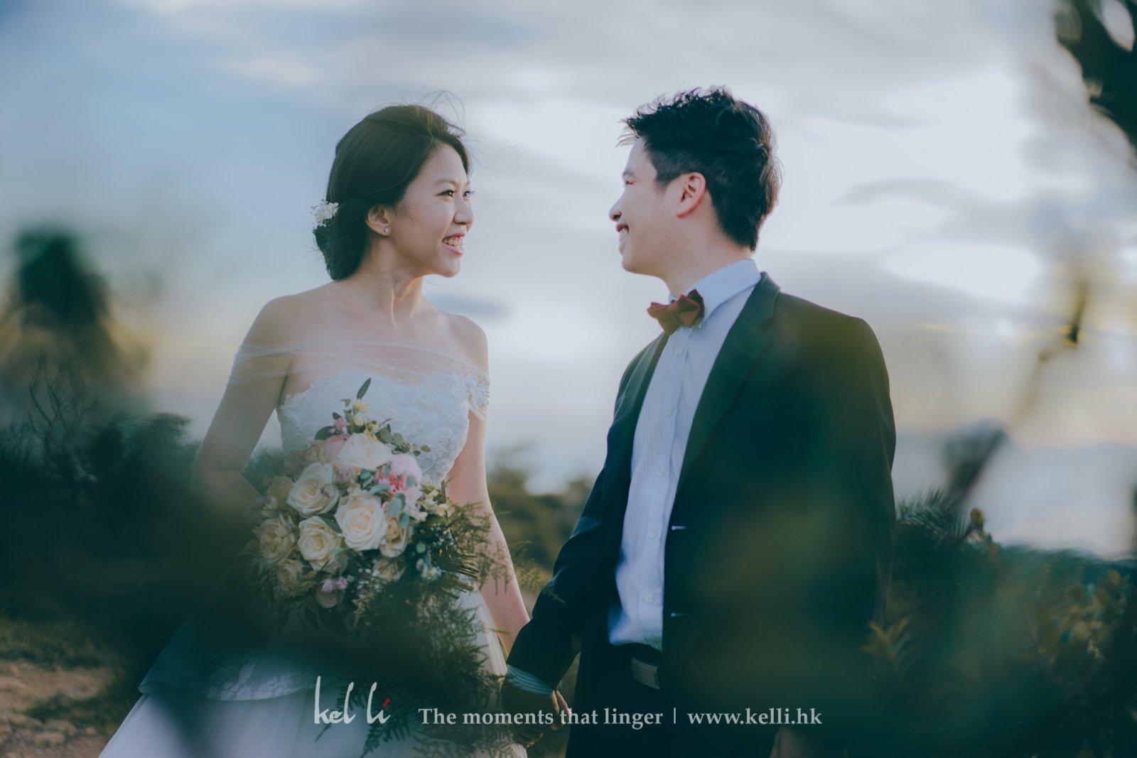 這種近乎菲林感的婚紗照,細膩地描繪著新人的關係,新人的情感