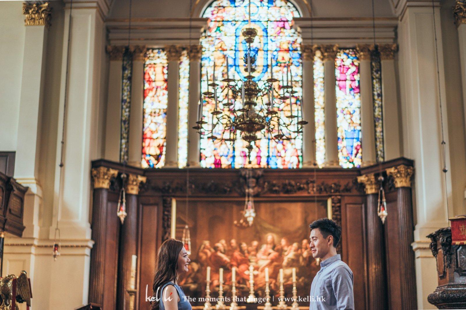 在聖堂中邂逅