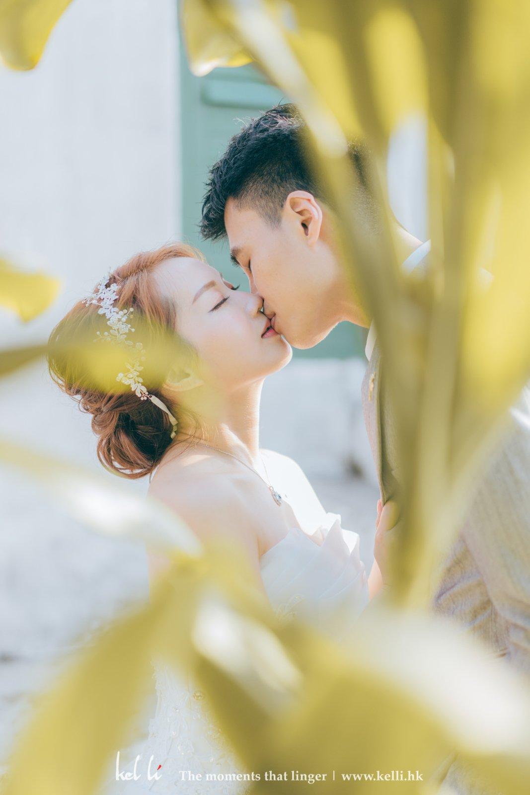 浪漫深情的一個吻