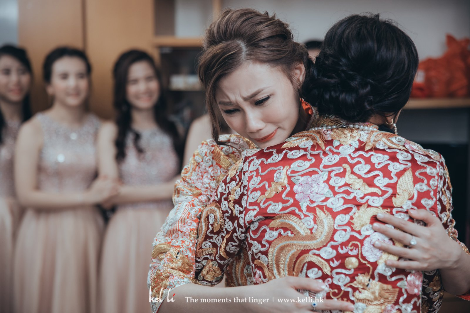 新娘看到照片後對我們說:很喜歡我們拍下她最感情自然流露的一面,最重要除了捕捉到感動的表情之外,人也拍得漂亮!