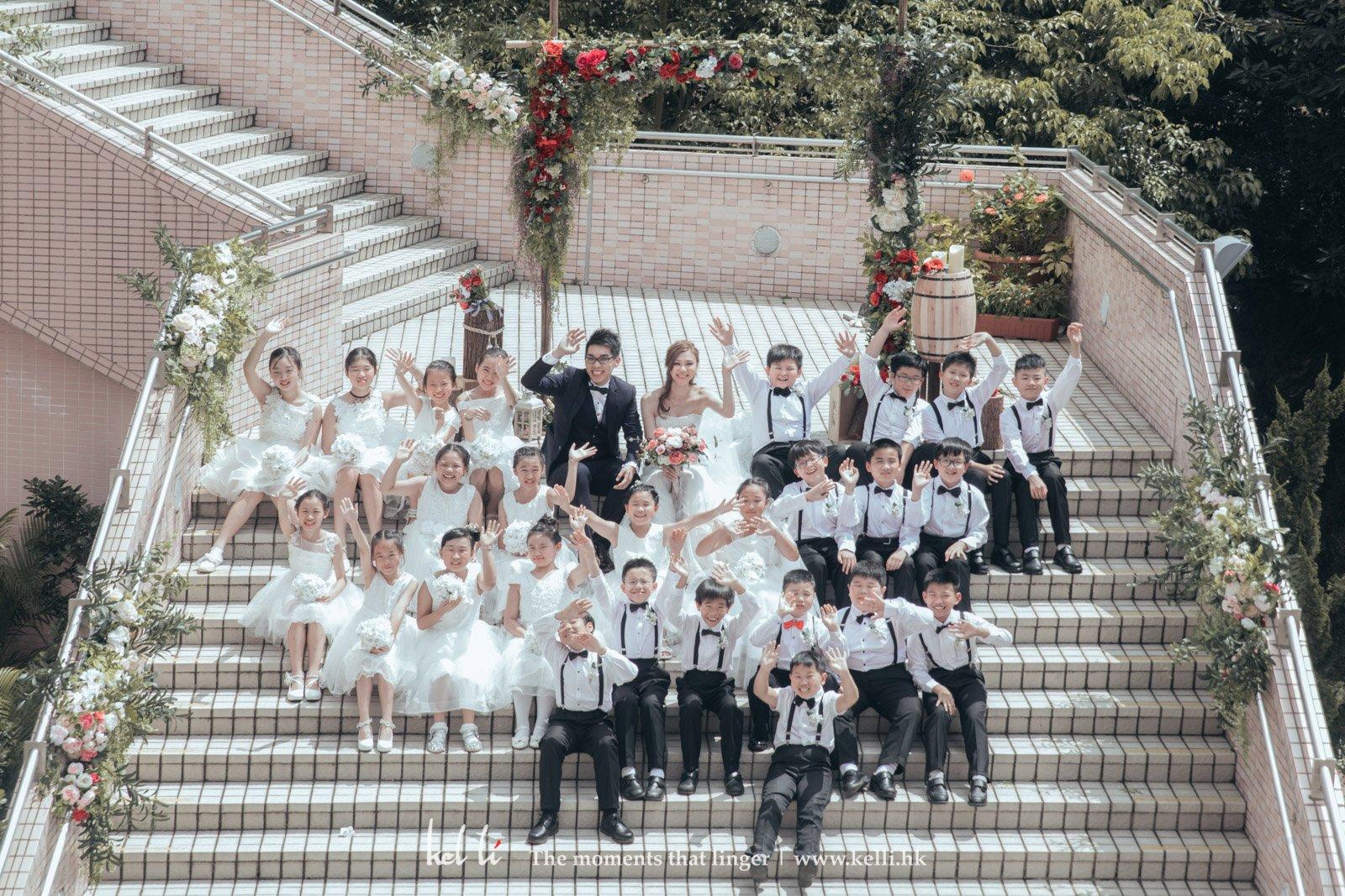 幸福的師生照, 學生們也為新人的婚禮儀式打打氣