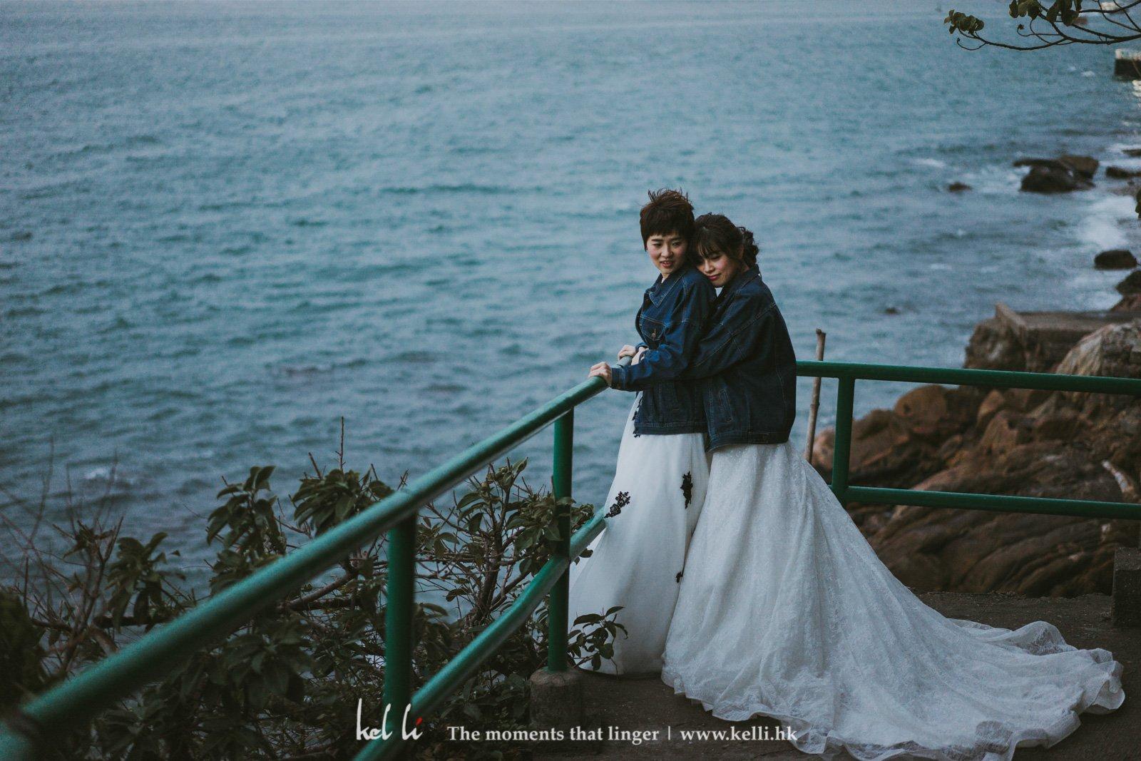 婚紗配上牛仔外套格展現獨有風格
