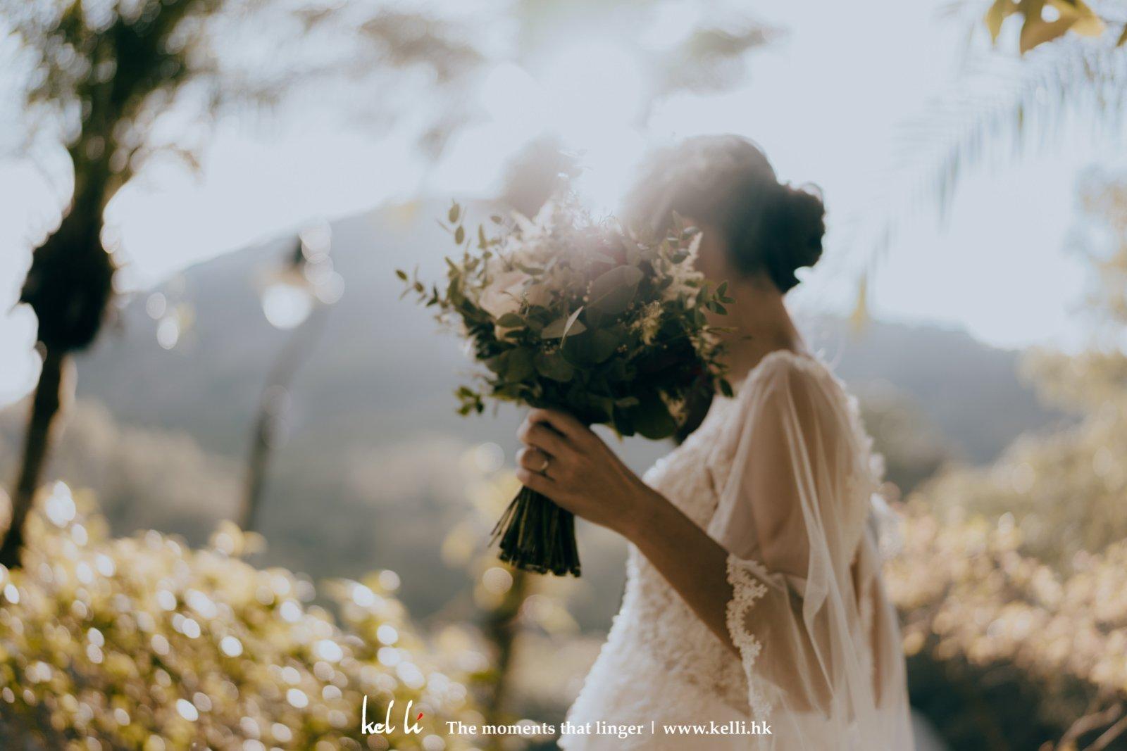 拿著Prewedding的花球,記下不經意擺動的美感