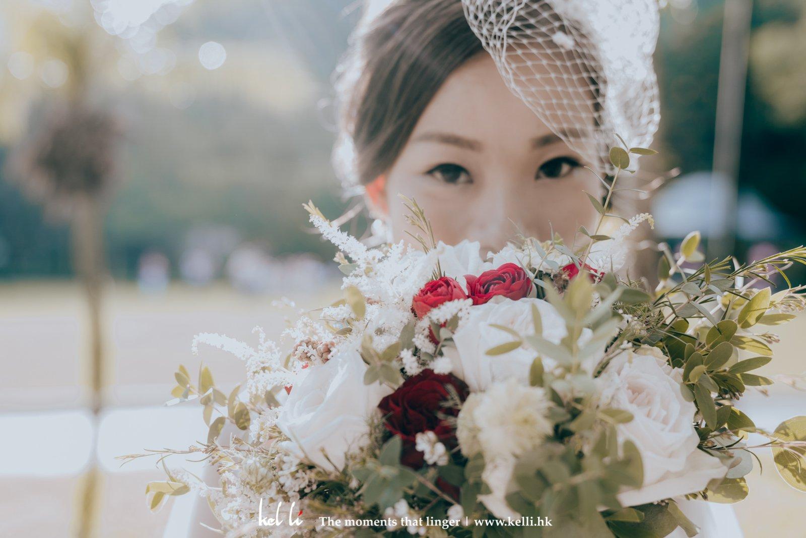 Prewedding 裡不可或缺的當然是新娘化妝及造型,所以在拍攝前期,我們都有提供化妝師的前期諮詢,了解新娘的外觀及喜好