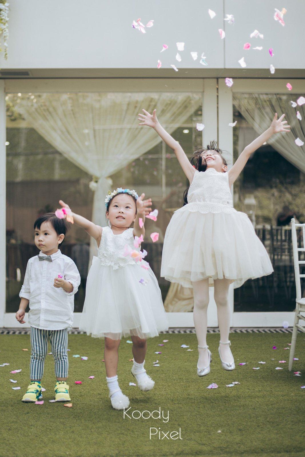 婚禮的花仔的盡情投入,一躍而跳