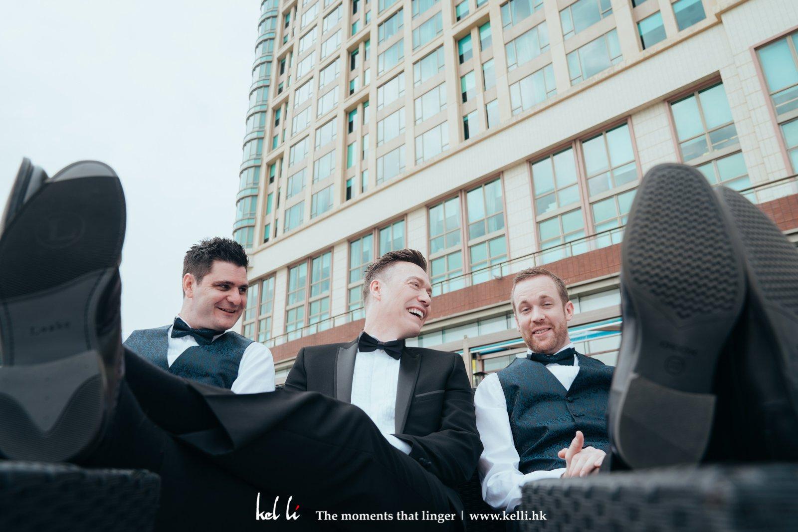 我們的婚禮攝影不乏紀實的原素,如與兄弟的開心傾談