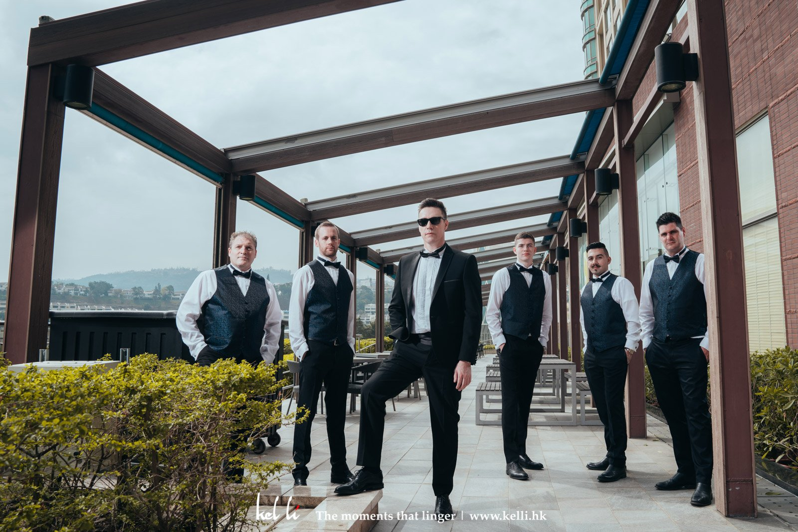 A cool wedding photo for groomsmen