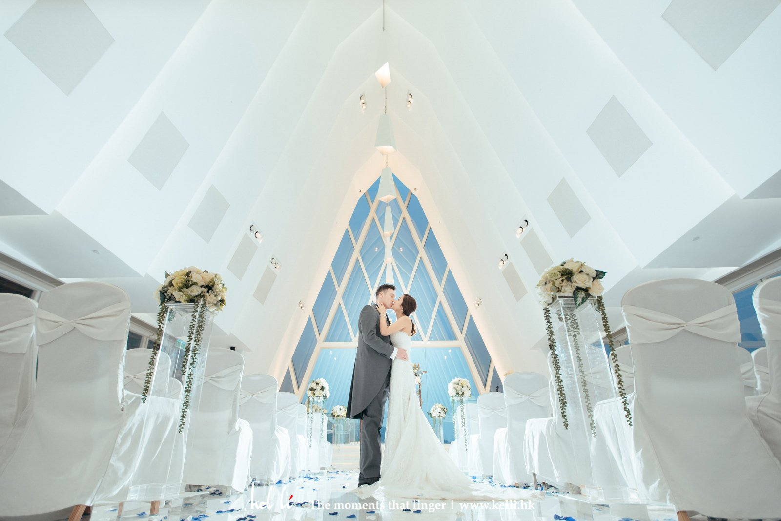 A kiss in the White Chapel of Discovery Bay