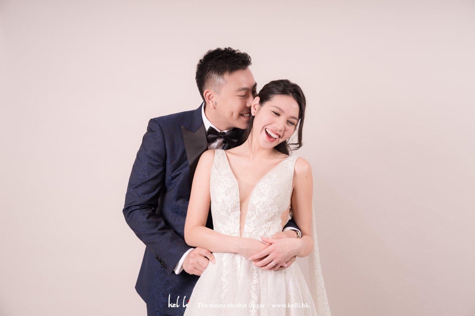 利用燈光配合粉色牆,令整輯婚紗相都會更豐富
