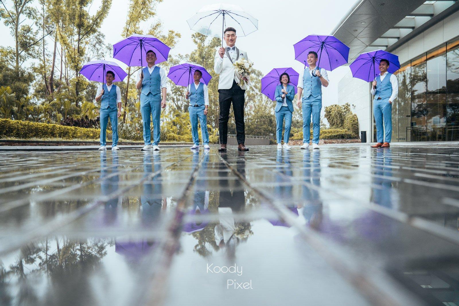 婚禮當日下著小雨,但配搭雨傘拍攝又有另一種味道出來