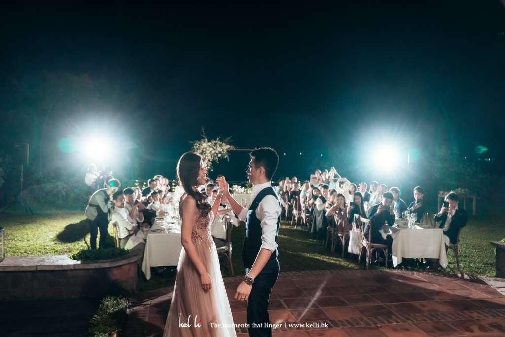 草地婚禮加上燈光仿似外國環境哦